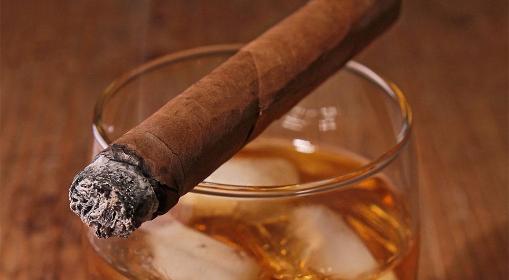 Whiskeybar und Zigarrenlounge